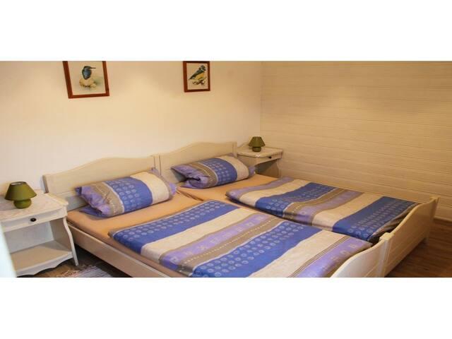 Landhaus Anita (Bad Birnbach), großzügige Ferienwohnung (90qm) mit vollausgestatteter Küche und 2 Schlafzimmern