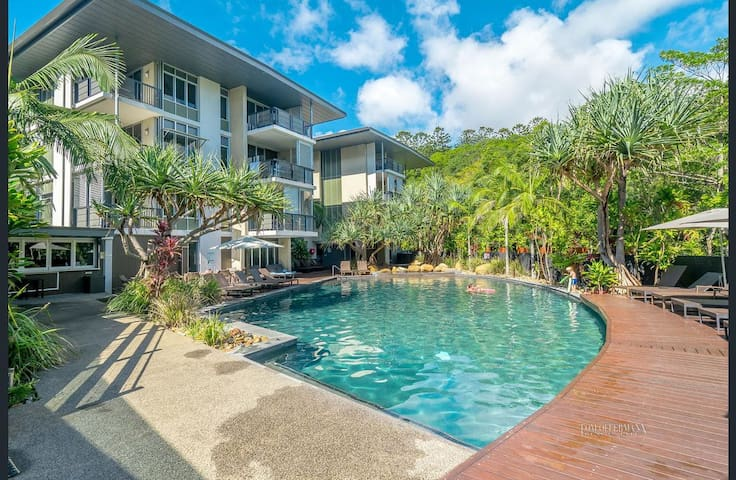 Modern apartment in Resort, walk to Hastings St