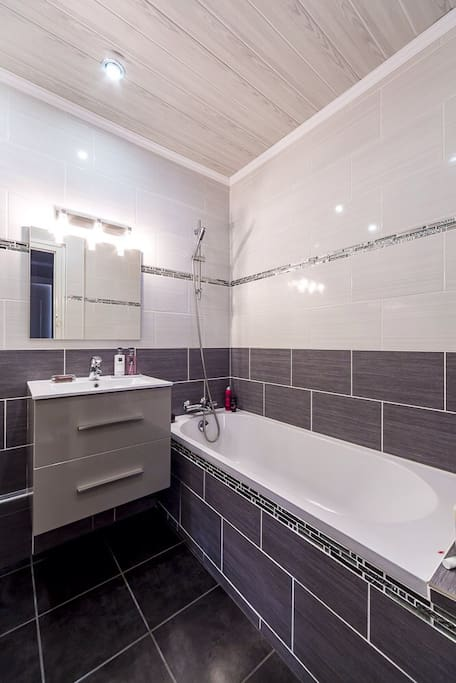 belle chambre oullins proche de lyon en transport appartements louer oullins ra france. Black Bedroom Furniture Sets. Home Design Ideas