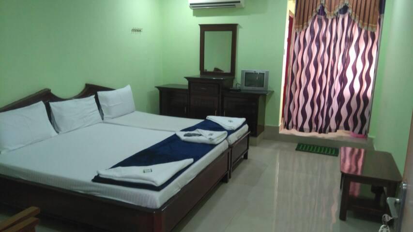 Iroomz Akhil Residency - Tripple AC Room