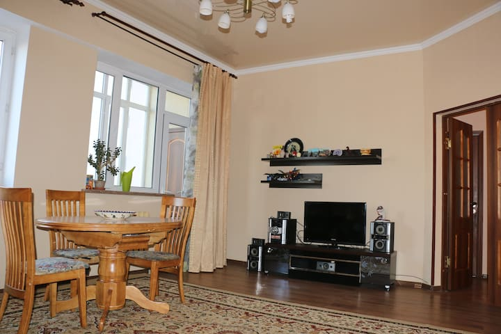 Spacious 3-room apartment in a new house in center - Bishkek - Apartamento