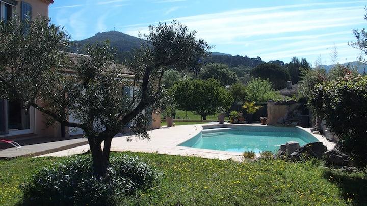 T2 bis indépendant dans maison avec piscine