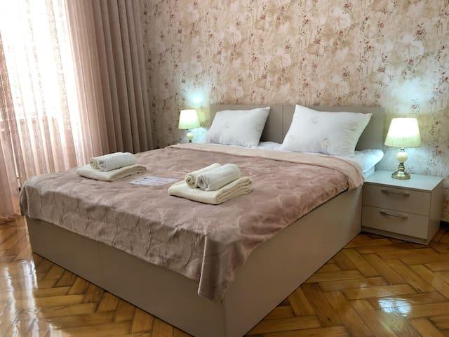 Bedroom with double beds | спальня с двуспальными кроватями