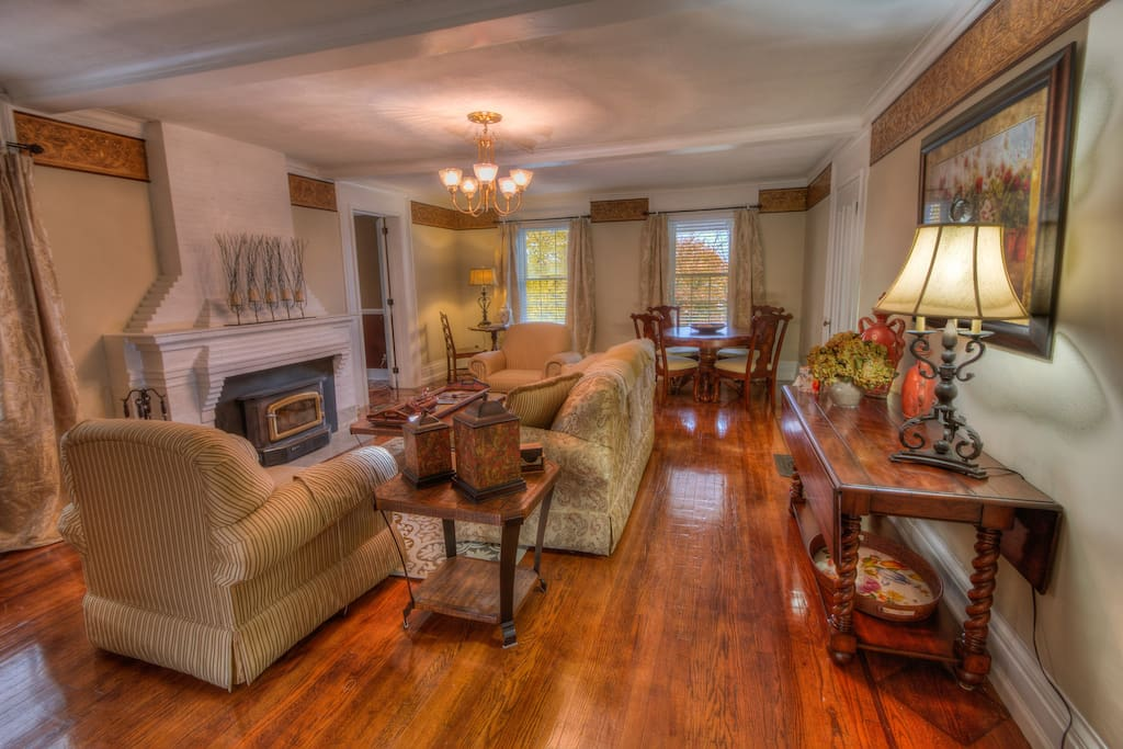 Welcome to Osprey Manor.  Located in the quaint Village of Cayuga on the northeastern side of Cayuga Lake.