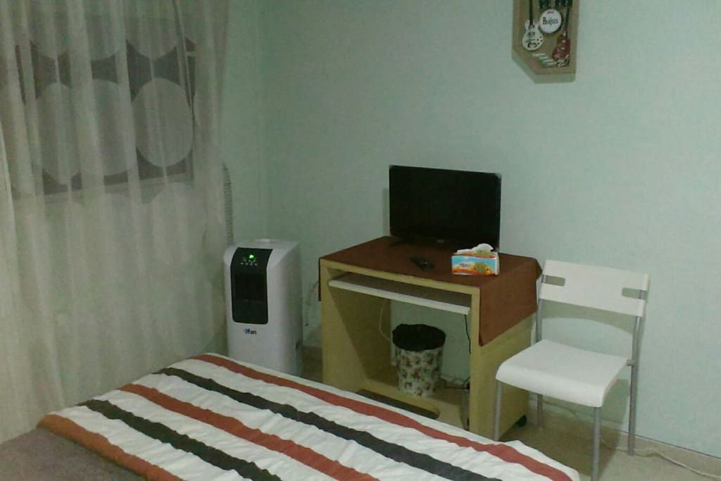 AIRCON & TV & TABLE & CHAIR