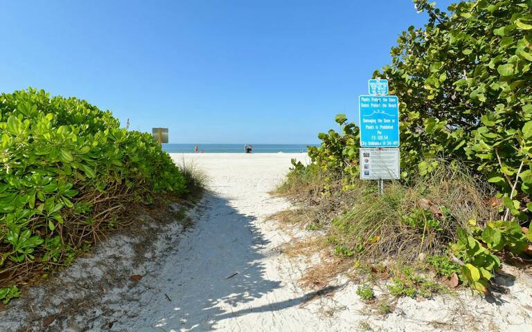World Class Two Bedroom Condo Beach to Bay Access.