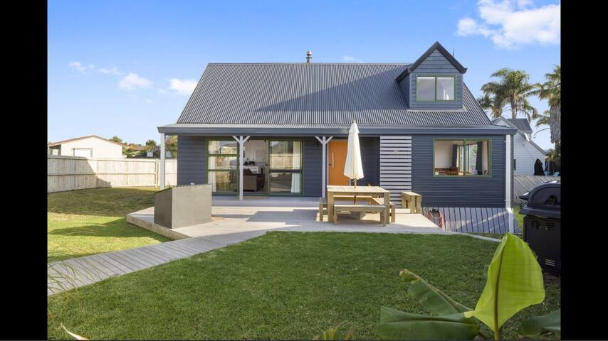 Pet Friendly Papamoa Beach Cottage