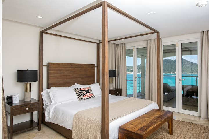 Sleep in airconditioned comfort or open your patio doors for that soft Caribbean breeze.