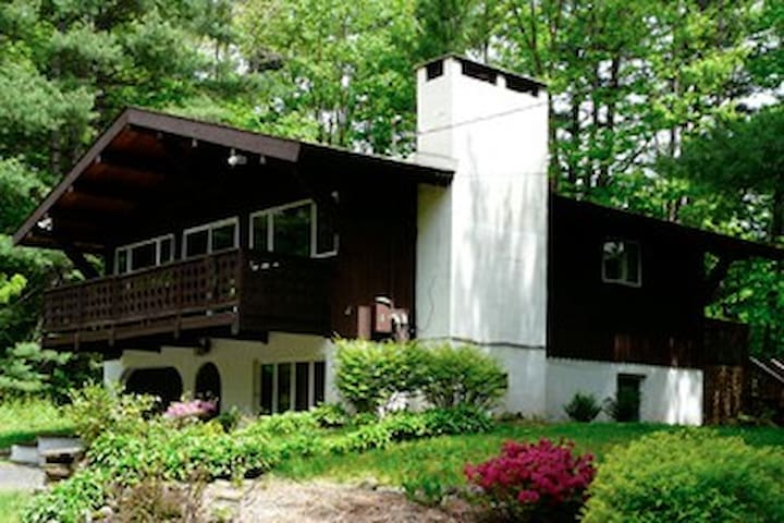 Catskills Country Chalet Close To All!