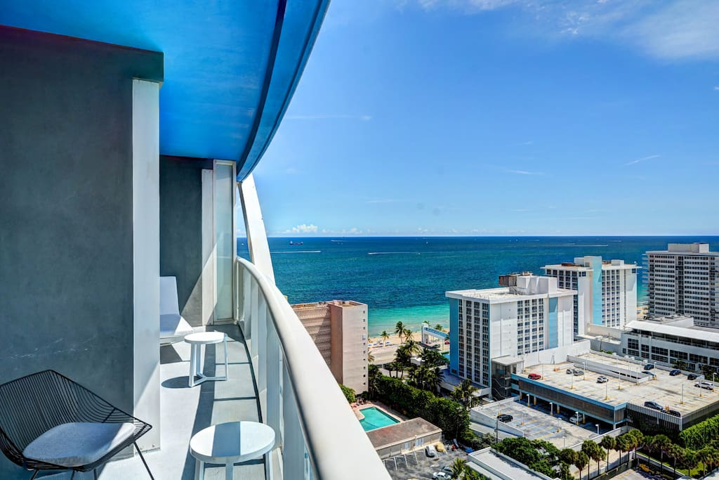 OCEAN VIEWS FROM YOUR BALCONY WITH SEASTING AREA
