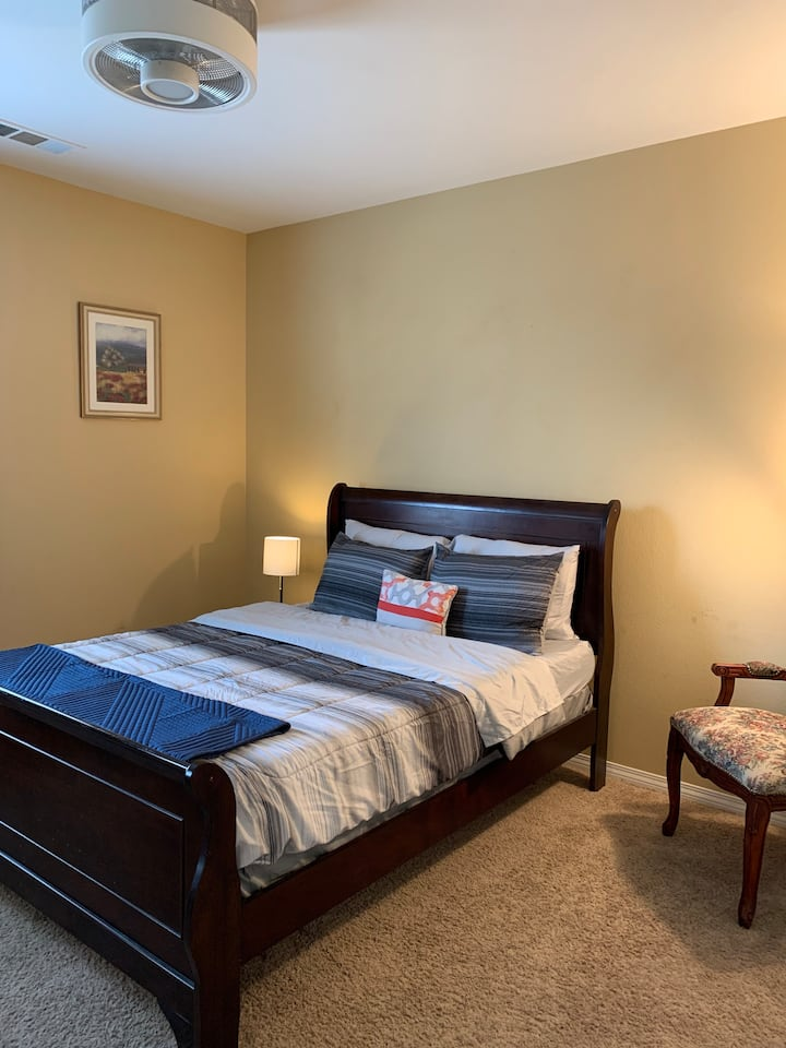 Clean & Cozy Private Rm 3-Shared Bath-W Lancaster