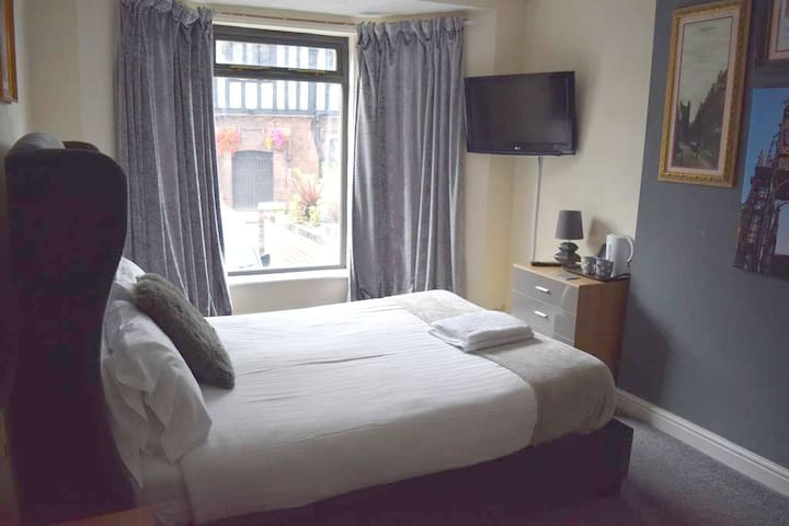 Private Double Bedroom - Guest House - City Centre