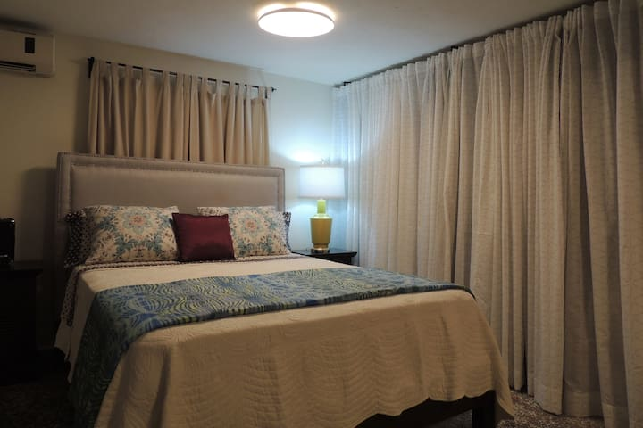 Beautiful bedroom/house rent close to the ocean