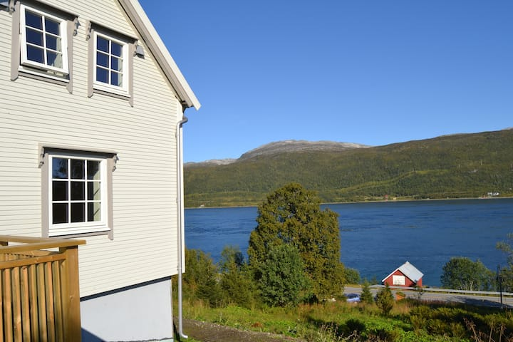 Kvaløya Lodge, Quiet place by the seaside