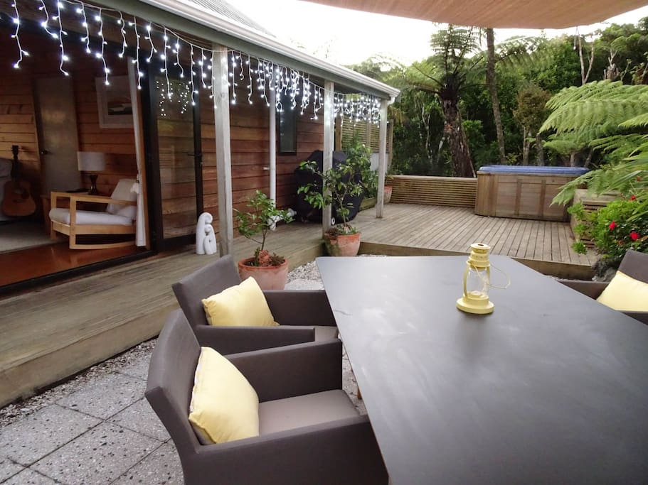 Courtyard with spa and outside dining area