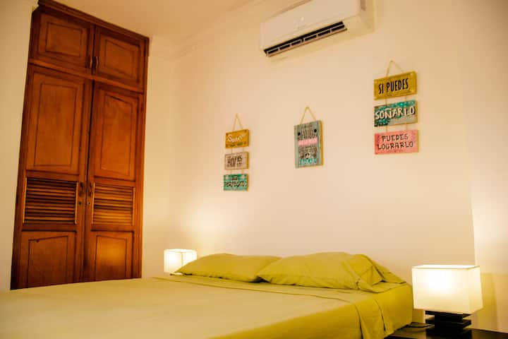"""Casa Fanny"" Queen Room With TV,WI FI, AC"