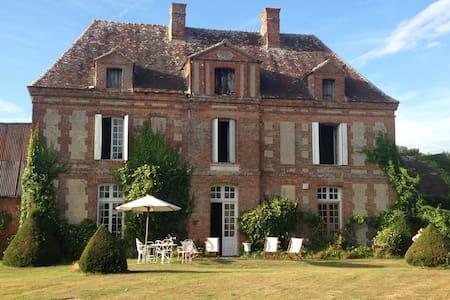 TYPICAL 18 TH CENTURY NORMAN MANOR - Saint-Agnan-de-Cernières - Slott
