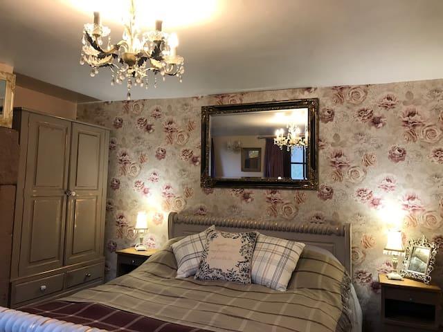 Rose Suite King bed  En suite Private garden
