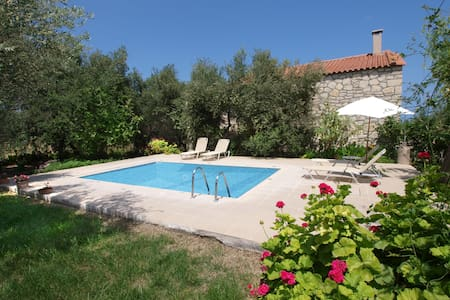stonebuilt Cretan villa with private pool! - Gazi - Huis