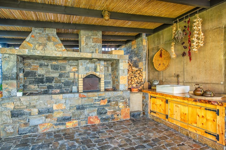 BBQ and wooden oven