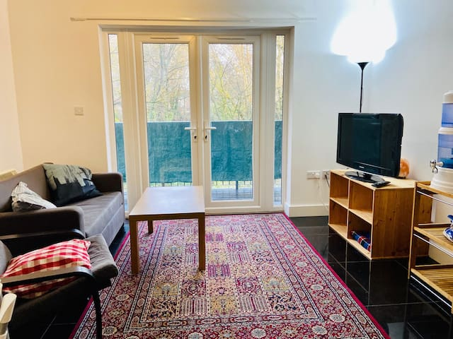 2-bed flat near Shirley Pond Park for the Holidays