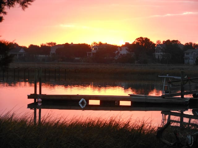 Private Secluded Island Cottage on the IC Waterway - Isle of Palms - Dom
