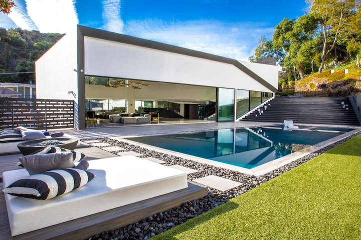 The Ultramodern Beverly Hills Villa