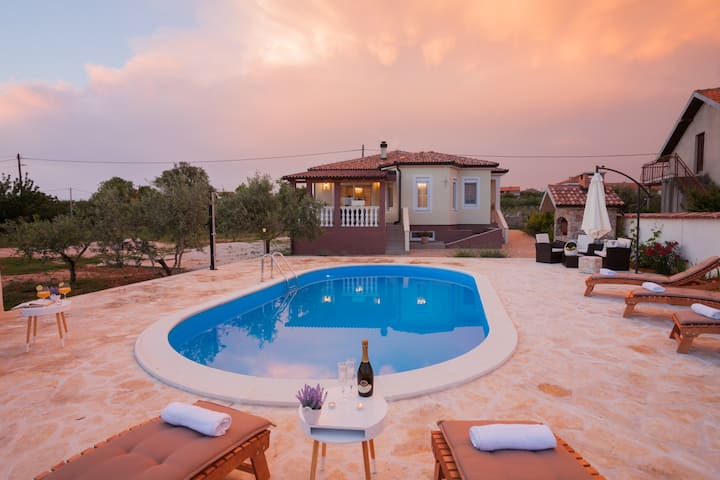 Splendid villa Olive, large garden, private pool