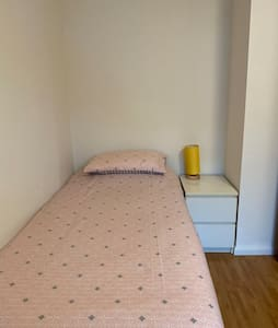 Lovely twin bed double room in a GREEN BELT area