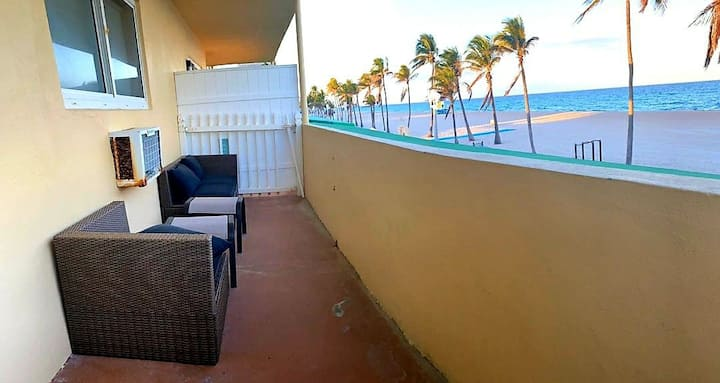 Hollywood beach 1 BR Apt with Amazing Oceanview