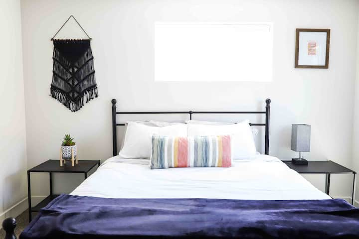 Entire Renovated Guest Suite of Private Orem Home
