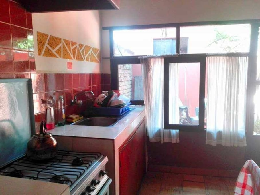 cocina con vista a exteriores