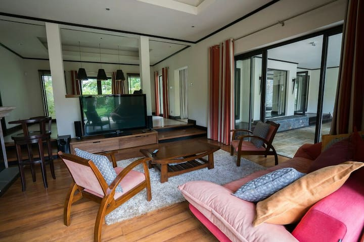 Four Seasons hotel at Anahita Villa - Poste Lafayette - Dom