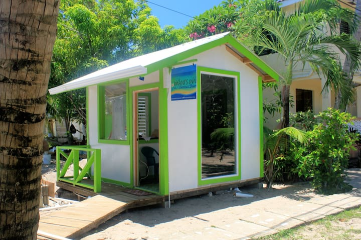GREAT FOR BUDGET TRAVELERS | PLACENCIA | ROOM #1