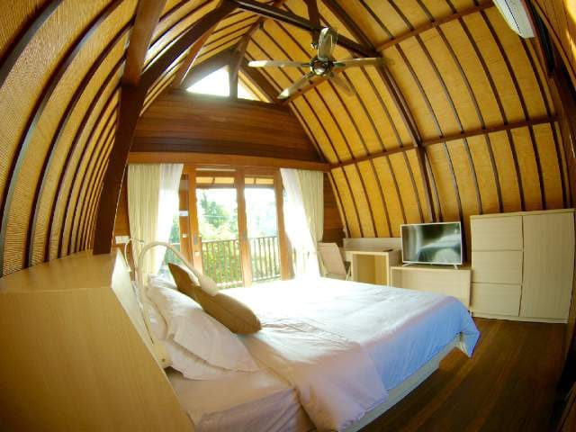 Unique Wooden Room Close to Keramas Surfing Beach
