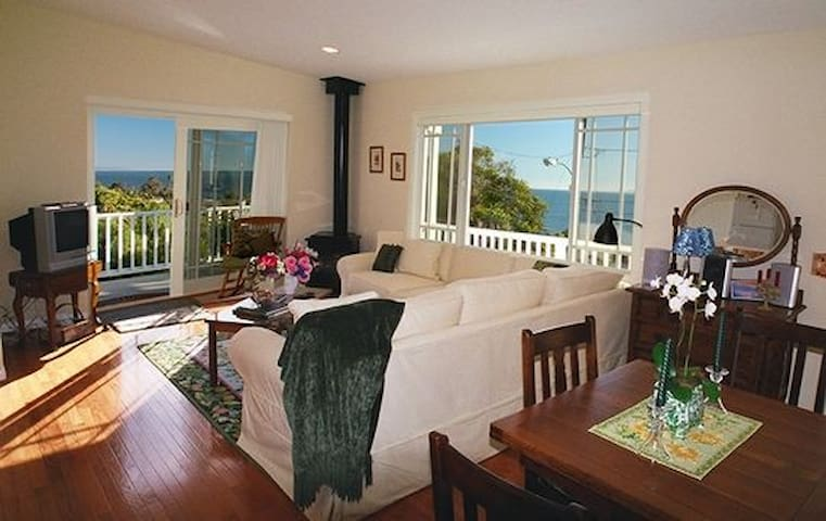 Jasmine Cottage - Walk to the beach and shops! - Summerland - Σπίτι