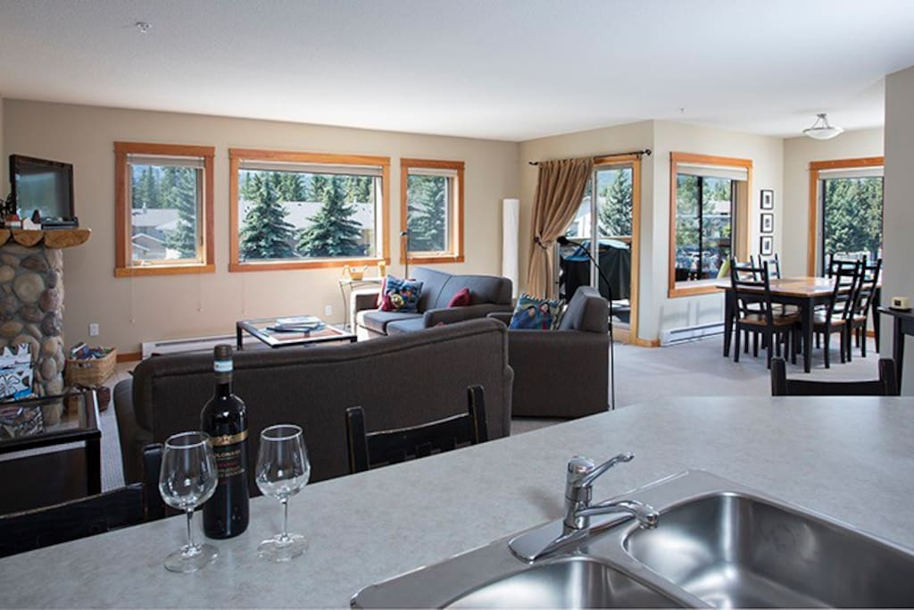 Open floor plan is super and views stunning from all windows