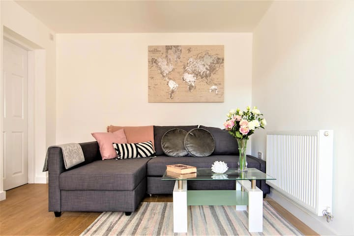 Gorgeous Liverpool apartment just mins fromAirport