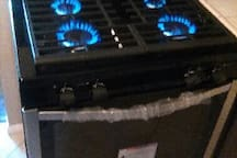 New 4 burner stove top oven as of March 2018