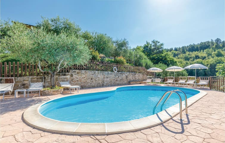 Holiday cottage with 7 bedrooms on 247m² in Valfabbrica (PG)