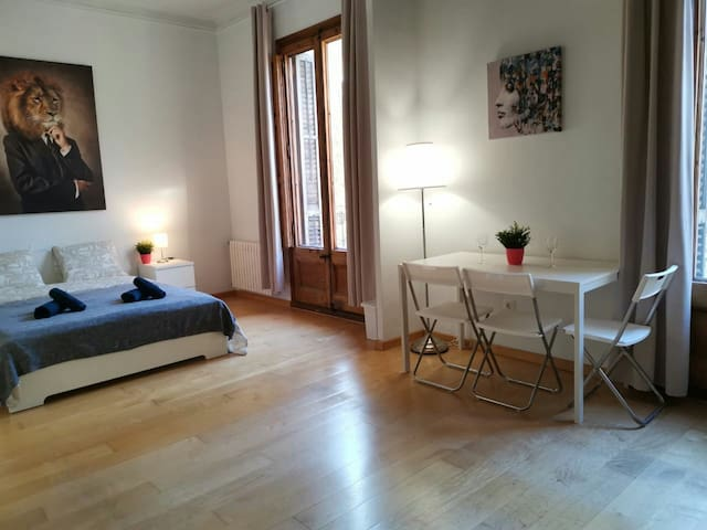 Room with two bedrooms for 6 people center BCN