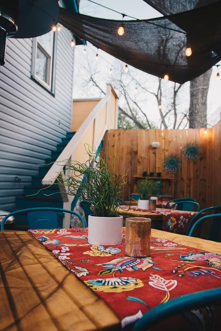 Enjoy a sunlit treetop loft in the heart of Austin