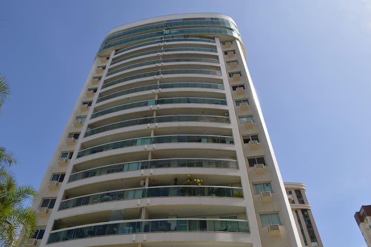 Fachada do prédio / Building Front view