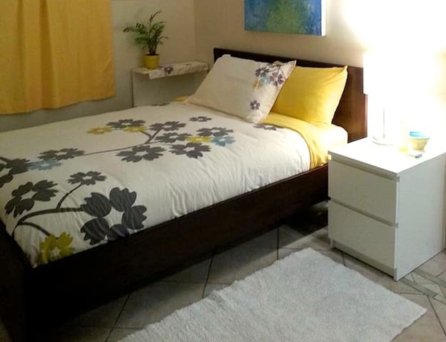 Huge Townhouse in Vic West - Double Bed w/ Ensuite - Victoria - Townhouse