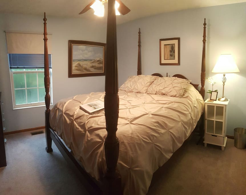 Very comfortable, four poster queen size bed, flat screen TV, chest, closet, night stand, ceiling fan with overhead dimmable lights.