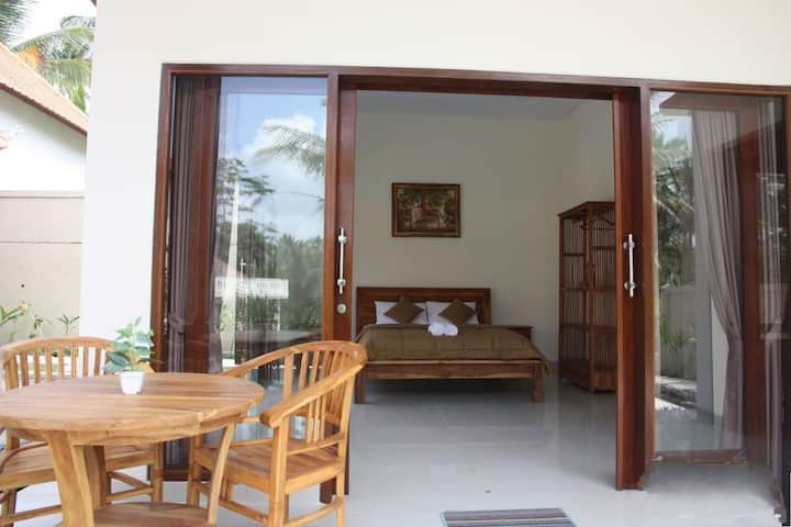 *clean room with pool n rice field view in Ubud