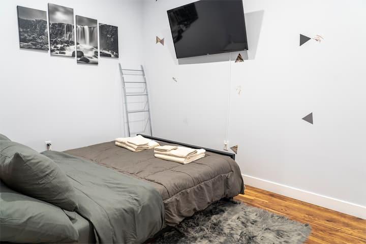 Fabulous LA Private Bedroom Shared Bathroom – 303