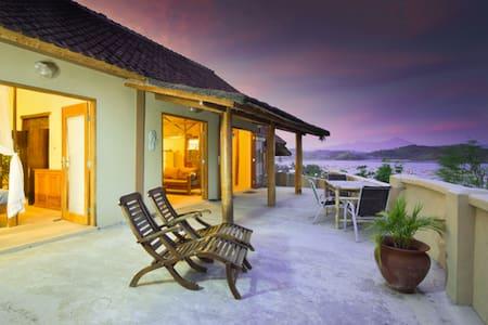 Hilltop Villa with spectacular ocean view - kuta