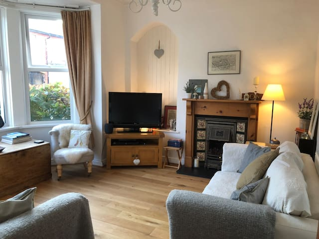 Beautiful Penarth home - 10 mins from Cardiff