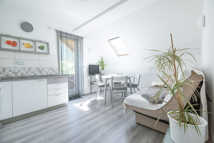 First floor apartment Tinkara with sunrise views